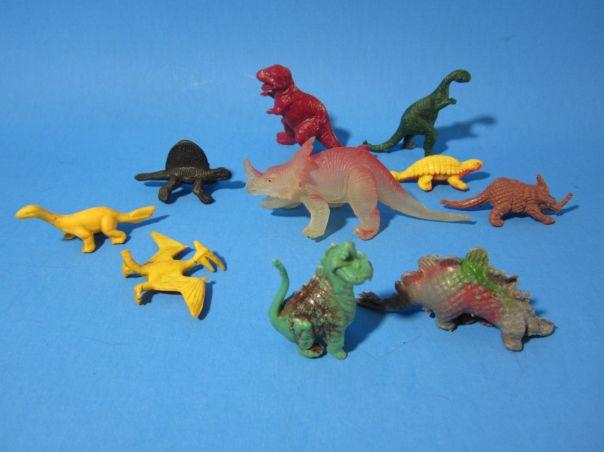 Dinosaur (and not quite dinosaur) minifigures